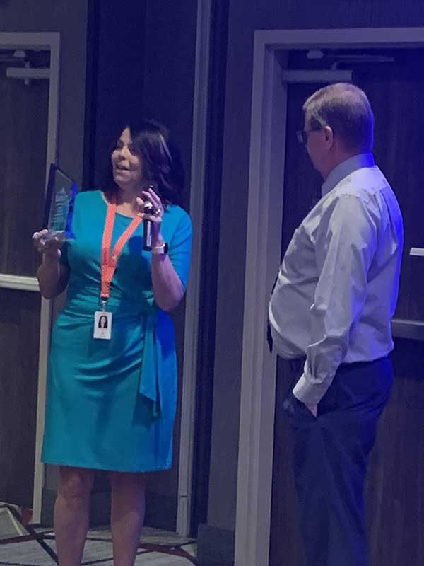 Lori Wright giving 2019 Hero award to Eric Packer